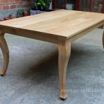 Mesa maciza estilo provenzal, madera castaño